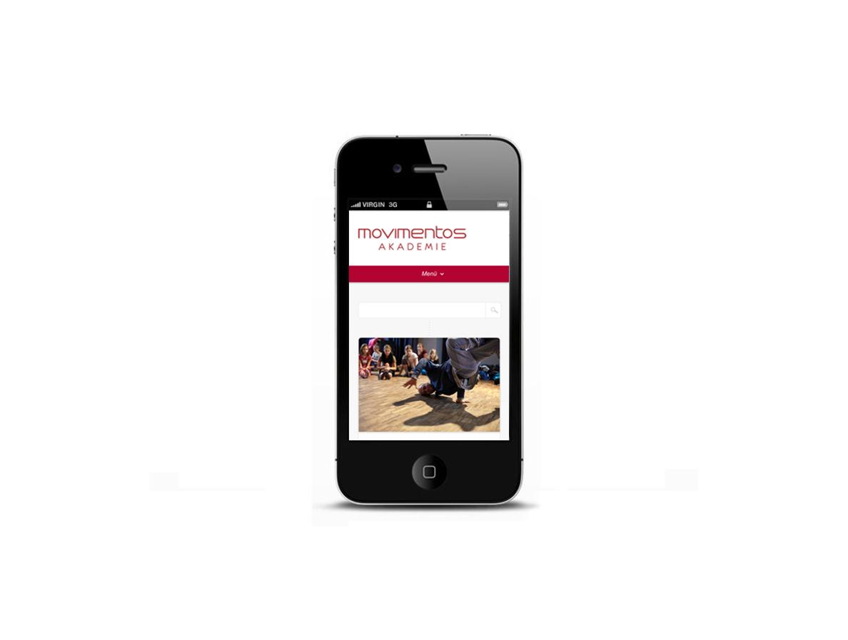 Bild eines iPhones mit dem Blog der Movimentos Akademie auf dem Bildschirm