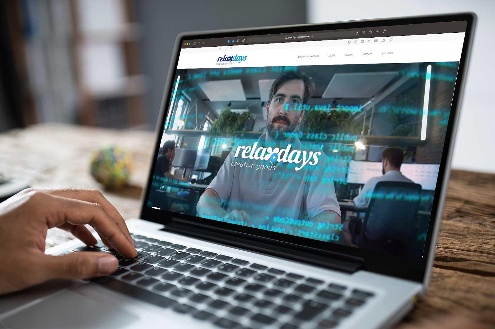 relaxdays Website auf einem Laptop-Screen